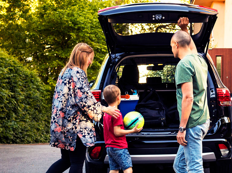 family packing car boot